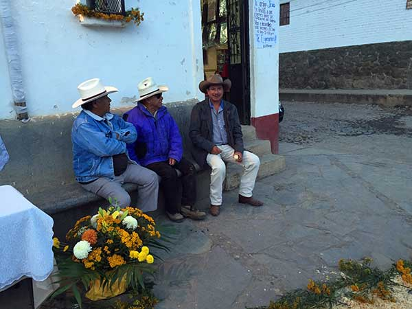 Darley Newman snaps a photo of locals in Tapalpa Mexico